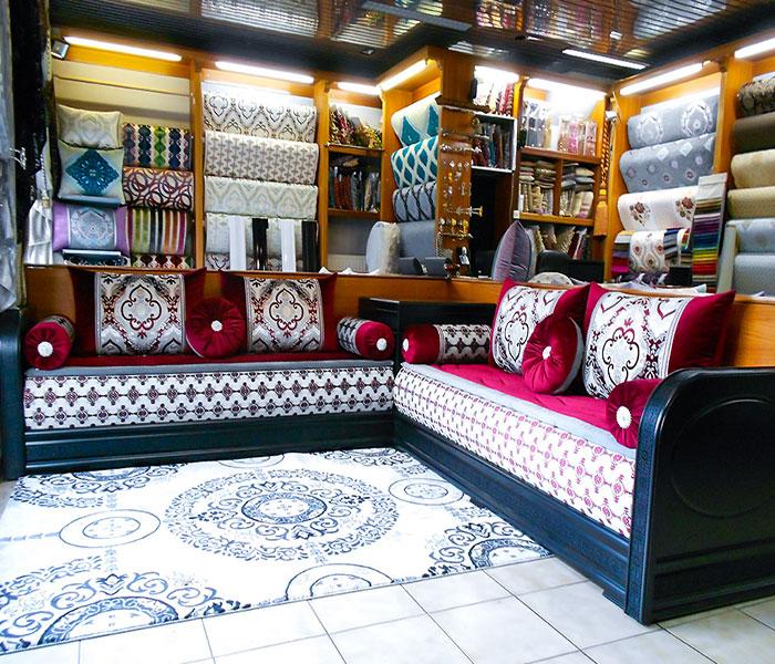 Salon marocain arabesque noir salon marocain for Matelas mousse pour salon marocain